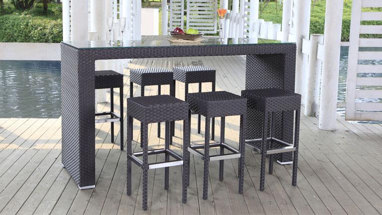 Mobiliers de jardin le blog du design ext rieur for Bar exterieur resine tressee