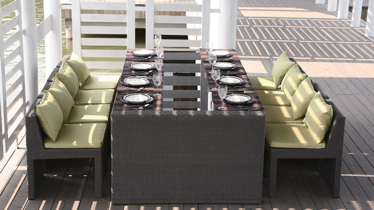 Table et chaises de jardin en alu et composite mobilier for Table chaise exterieur